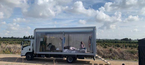 דקלה קליפ על המשאית